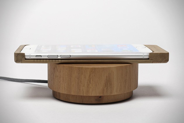 iPhone-6-Wood-Shell-Wireless-Charger-by-Oree-2