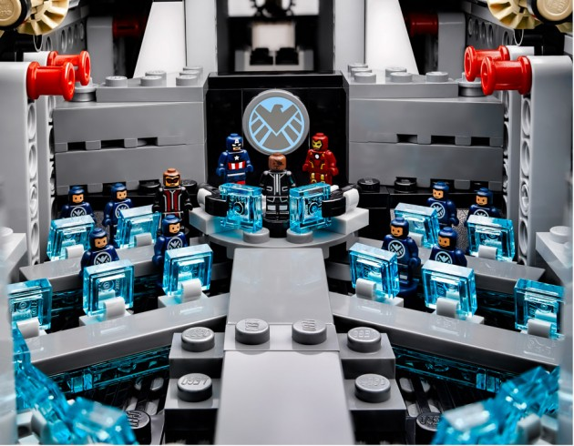 lego_avengers_shield_helicarrier_11