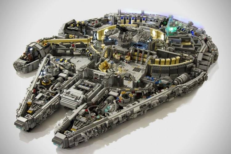 10000-Piece-LEGO-Millennium-Falcon-1
