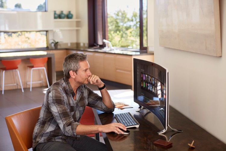 HP ENVY Curved All-in-One_home office_lifestyle