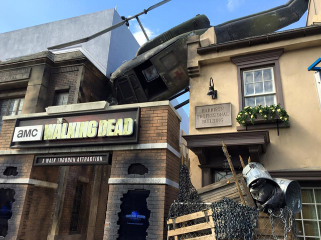 the-walking-dead-attraction-100