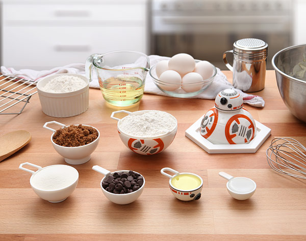 bb-8_measuring_cups_inuse